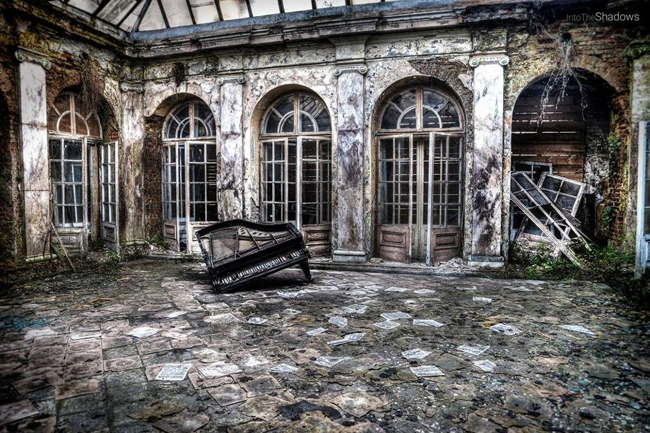 Abandoned Palace in Bratoszewicach: Interior of an abandoned Palace in Bartoszewicach. Very typical of this old institution, a piano, and scattered pages of notes. Another very famous element is completed only in 1974 the glass roof.