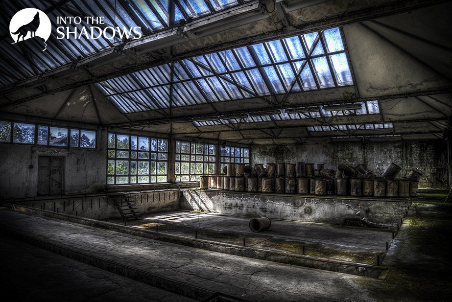 Abandoned factory knitting-used EUROPEAN: The main hall of an abandoned factory, the resort's facilities.