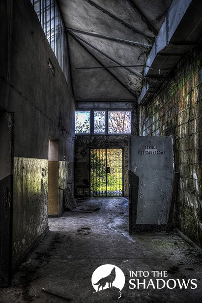 Abandoned factory knitting-used EUROPEAN: Photograph of a corridor of abandoned factories knitting and doors leading into the school przyzakładowej.