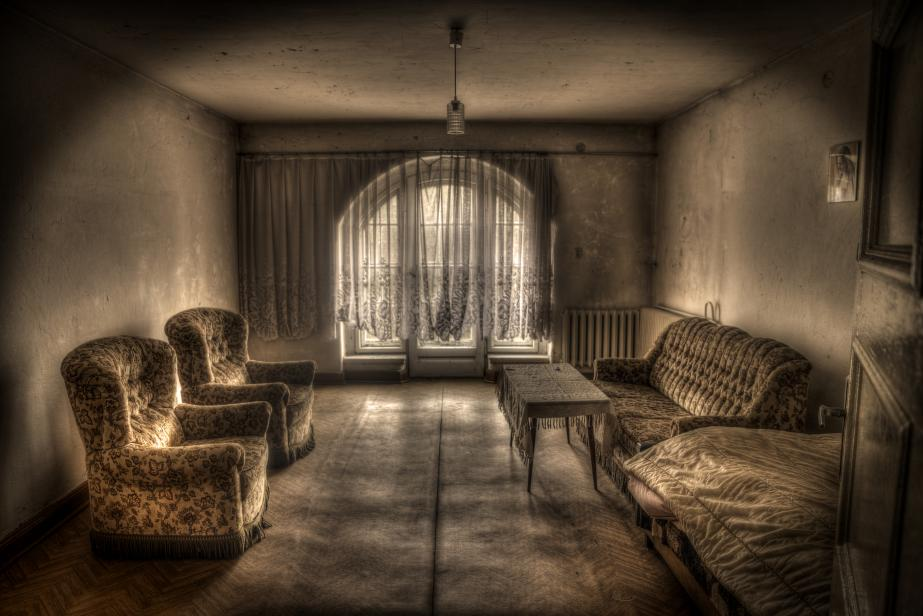 Abandoned Palace: Room situated in this beautiful desert Palace. The person is in the territory of Opole province. The entire facility has its own equipment, which, however, seen in the accompanying photo.