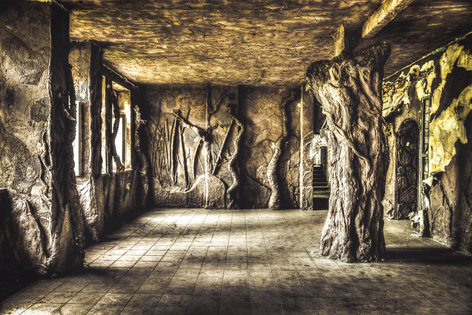 Club Grotto (Working): Amazing sculptures in the form of stone trees - you can find them in an abandoned disco: the club Grotto that was once called club Worker. Aren't they wonderful? I was crushed when I walked into this room. Sorry, that was not any other items.